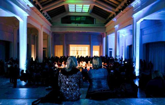 Photo d'ambiance du public dans le Hall Horta