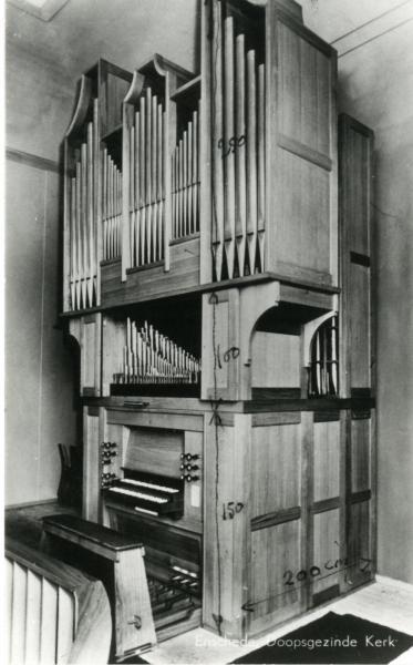 L'orgue néobaroque Flentrop placé derrière le buffet en 1971